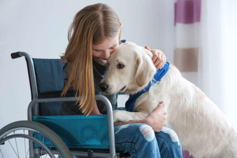 Er wurde seiner Kirche verwiesen, weil er als blinder Gläubiger von seinem Diensthund begleitet werden musste