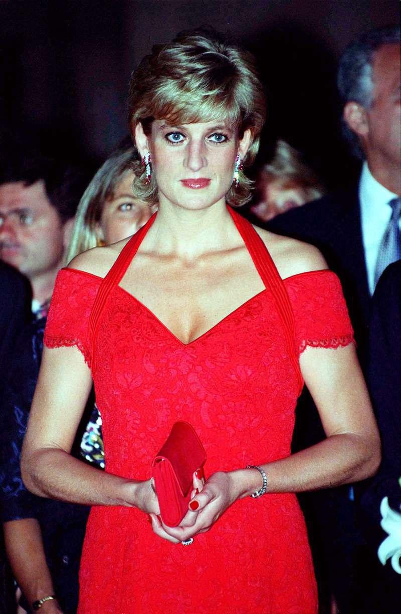 Incroyable ! Des fans remarquent dans un vieux cliché une ressemblance étonnante entre la nièce de Diana et Charlotte