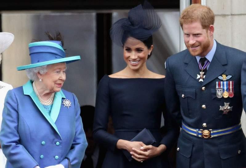 """Königlicher Autor behauptet, die Monarchin mag nicht, dass Meghan Markle ihren """"Hollywood-Anspruch mit sich"""" brachte"""