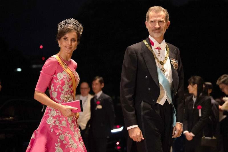 I reali di tutto il mondo si sono riuniti in Asia: i 6 abiti più belli e lussuosi che hanno esibito