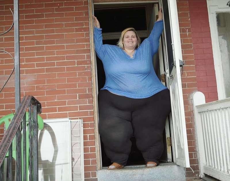 elle veut avoir les plus grosses hanches au risque de mourir sur fabiosa. Black Bedroom Furniture Sets. Home Design Ideas