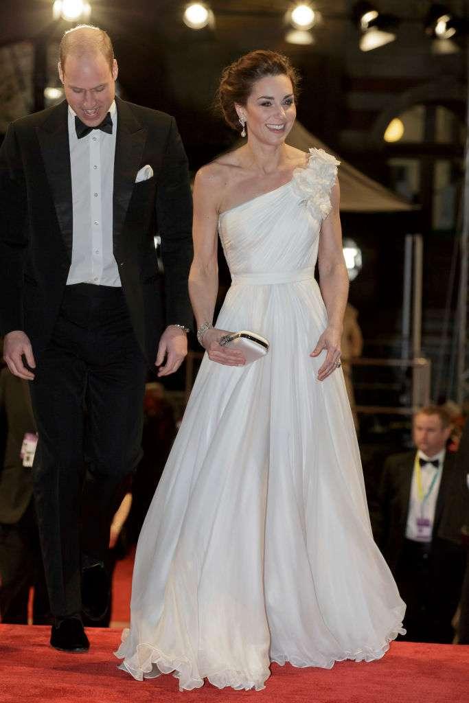 Kat Middleton est angélique dans sa robe blanche à l'épaule dénudée aux BAFTA 2019