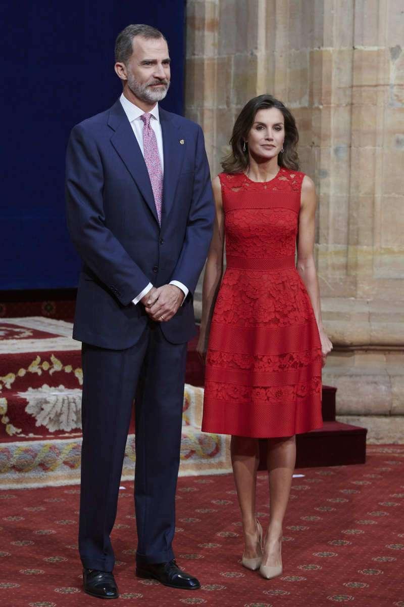 À la remise des prix de la Princesse des Asturies, Letizia d'Espagne arborait une robe de perles et des cheveux magnifiques