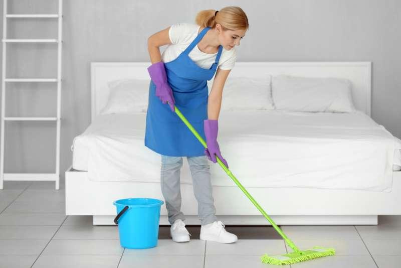 comment il faut se servir d 39 une serpilli re pour nettoyer. Black Bedroom Furniture Sets. Home Design Ideas