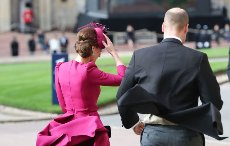Momento Marilyn Monroe: Kate Middleton quase mostrou tudo quando o vento levantou seu vestidoPrince William And Kate Middleton