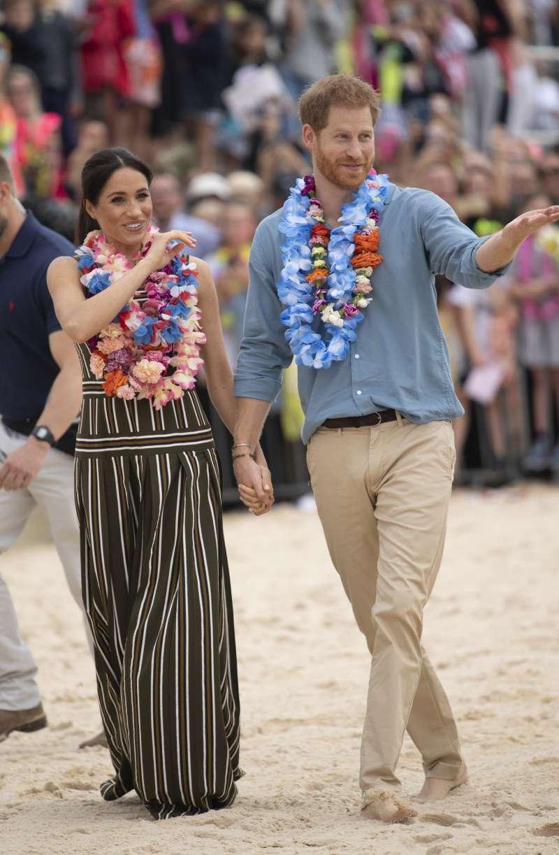 Grávida e saidinha: Meghan Markle quebra mais uma regra da realeza ao mostrar certas partes do corpo em praia da Austrália