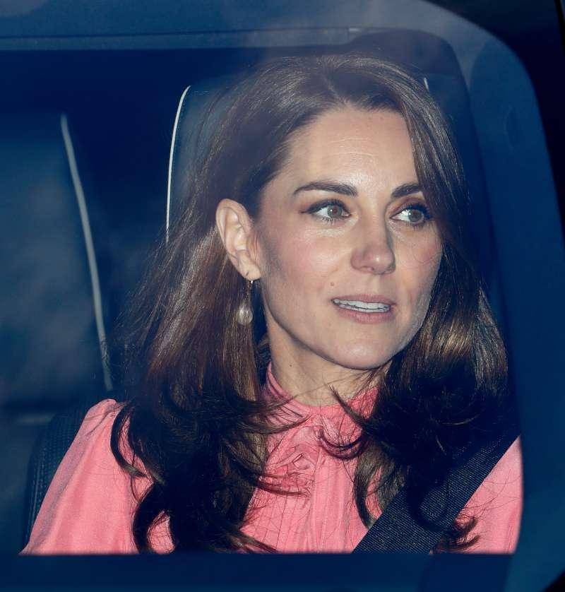"""Kate Middleton wurde in einem schicken grünen """"Connaught Acorn""""-Blazer beim Weihnachts-Shopping gesehen"""