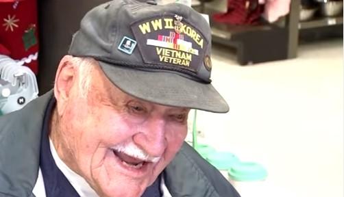 Veterano de guerra de 93 anos salvou cachorro de 13 anos de ser eutanasiado. Como ajudar essas pobres criaturas?