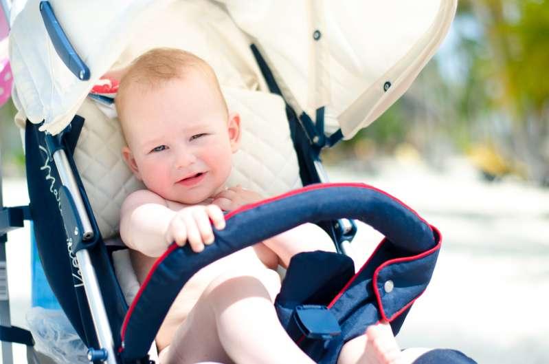 Con el calor del verano, muchos padres cometen un error importante con las carriolas de sus bebés