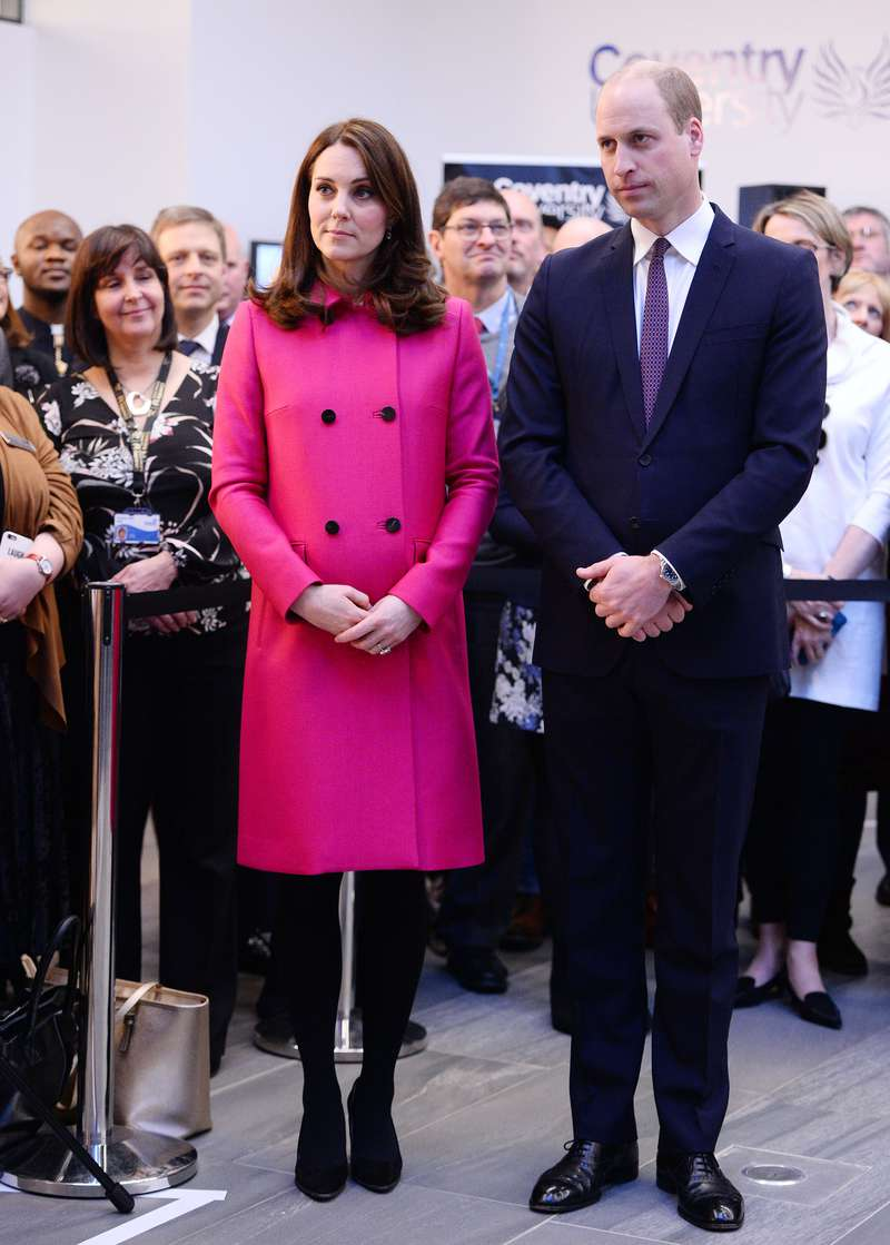 Has Kate Middleton Revealed Gender Of Third Royal Baby? Fans Think ...