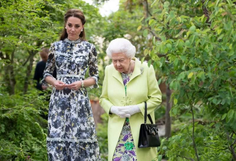 """""""Nunca ha dado un paso en falso"""": la reina Isabel tiene toda la fe puesta en Kate, asegura experta real"""