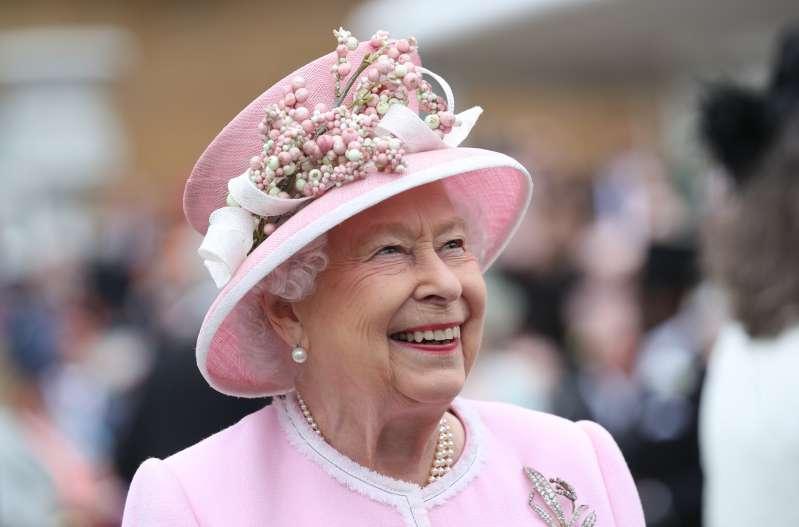 Les 4 fois où Donald Trump a enfreint des règles majeures du protocole royal lors de sa rencontre avec la reine