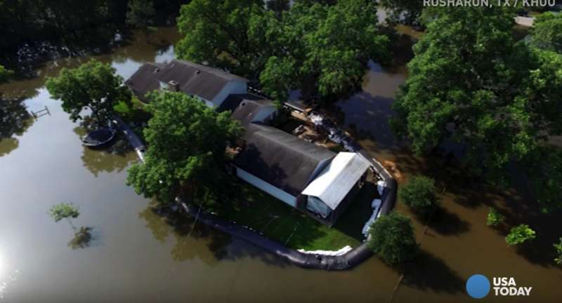 He Was Well-Prepared: Texas Man Spends $8,300 Building A Plastic Dam Around His House To Protect It From The Flood