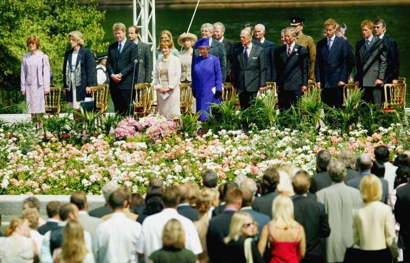 Le prince William avoue que la naissance de ses enfants a affecté son état mentalprince philip at princess diana's funeral
