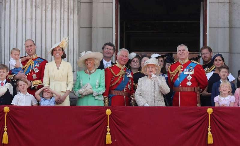 Experta en lenguaje corporal afirma que la relación entre los Sussex y los Cambridge sigue tensa-