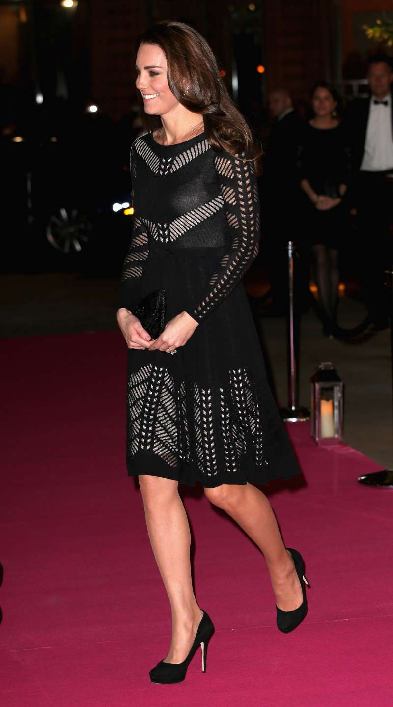 Con un vestito nero in trasparenza, Kate Middleton scatena la fantasia dei fan