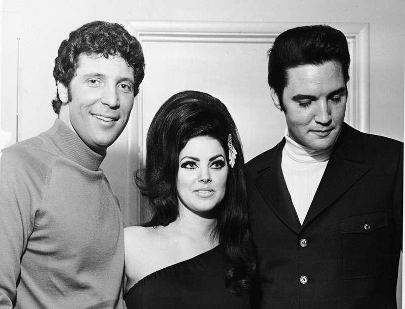 Tom Jones et Priscilla Presley sont-ils ensemble ? Les fans pensent qu'ils sont « plus que simples amis »