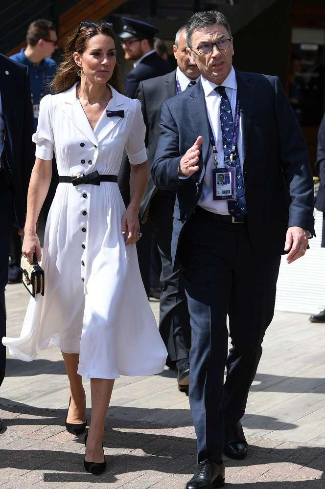Très chic ! Kate Middleton fait une apparition surprise tout en blanc au championnat de Wimbledon