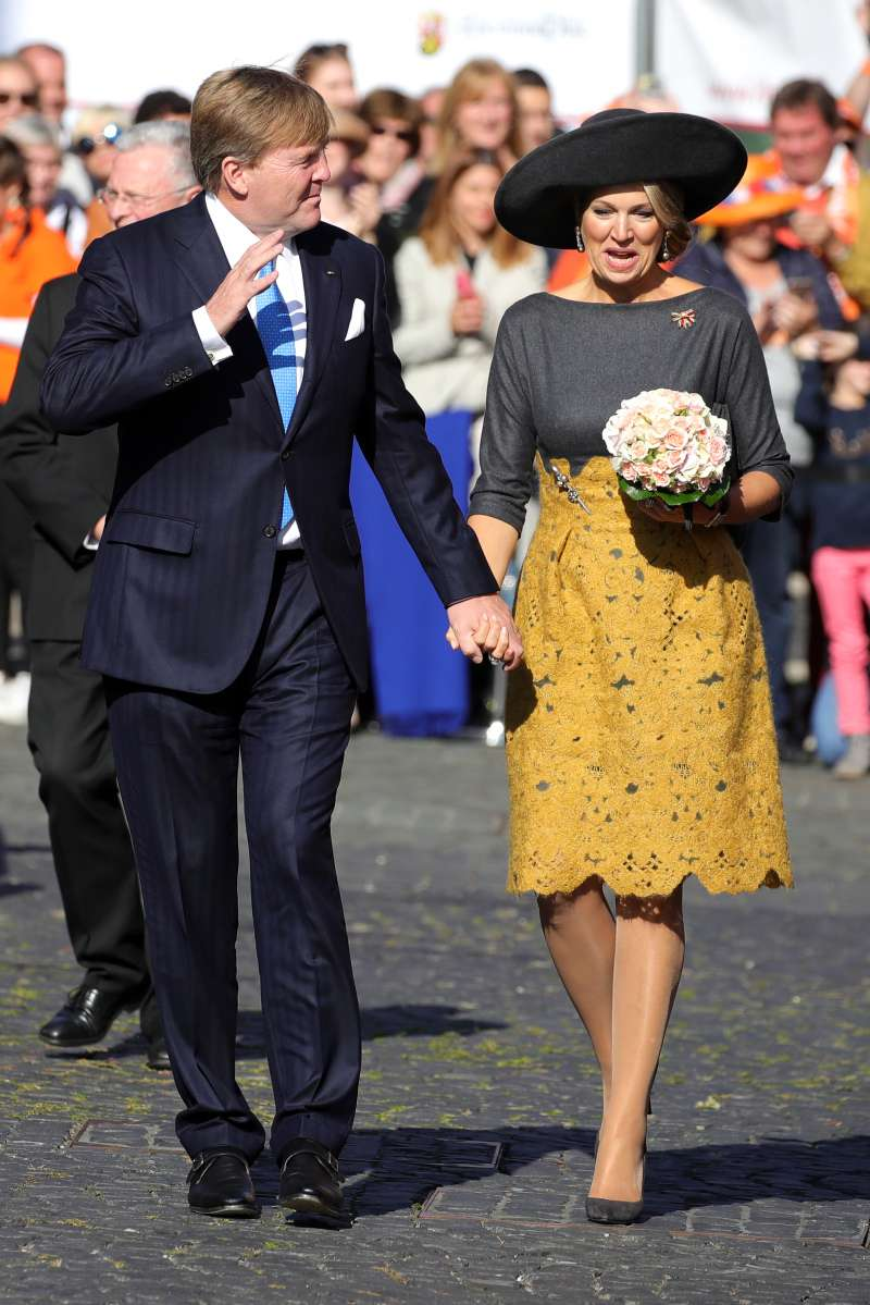 Celebrating New Year In Yellow! Fashion Tips From Melania, Meghan, Kate, And Other Powerful Trendsettersqueen maxima dress