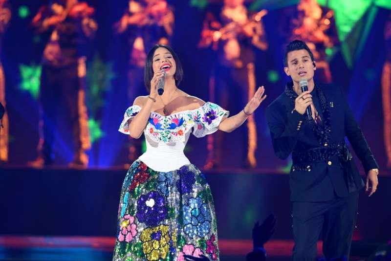 ángela Aguilar Deslumbró Con Elegantes Atuendos
