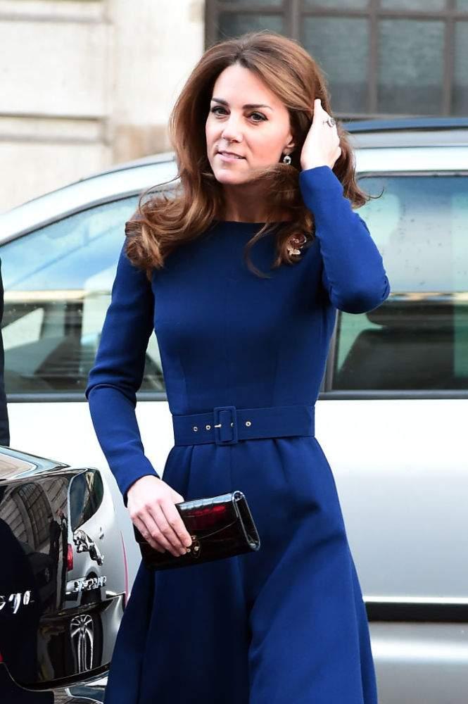 Como una diosa del mar: Kate Middleton tiene una cintura diminuta y la presumió en público sin pudor