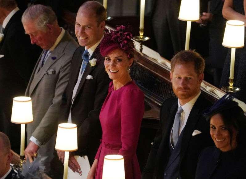 Príncipe William e Kate Middleton foram pegos no flagra trocando carinhos em público. Entenda porque os casais reais são proibidos de fazer isto