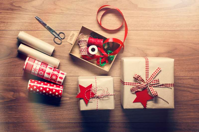 Holiday Decoration Hacks: How To Make Gorgeous Gift-Wraps Using Toilet Paper Rolls