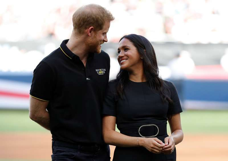 Quelle perte de poids ! Meghan est incroyable dans une robe à ceinture au stade olympique avec le prince Harry