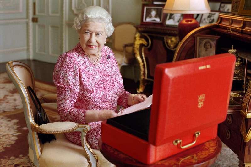 Alerta de seguridad en Buckingham: intruso entró al palacio mientras la Reina dormía en su cuartoAlerta de seguridad en Buckingham: intruso entró al palacio mientras la Reina dormía en su cuartoAlerta de seguridad en Buckingham: intruso entró al palacio mientras la Reina dormía en su cuartoAlerta de seguridad en Buckingham: intruso entró al palacio mientras la Reina dormía en su cuartoAlerta de seguridad en Buckingham: intruso entró al palacio mientras la Reina dormía en su cuartoAlerta de seguridad en Buckingham: intruso entró al palacio mientras la Reina dormía en su cuarto