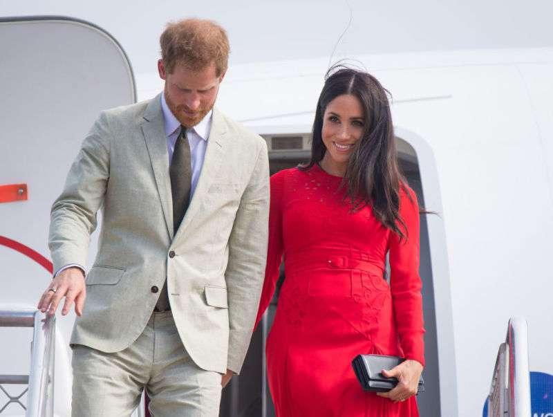 Une tape sur les fesses ? La dernière photo du prince Harry et Meghan suscite une nouvelle polémique sur la toilemeghan markle mistake