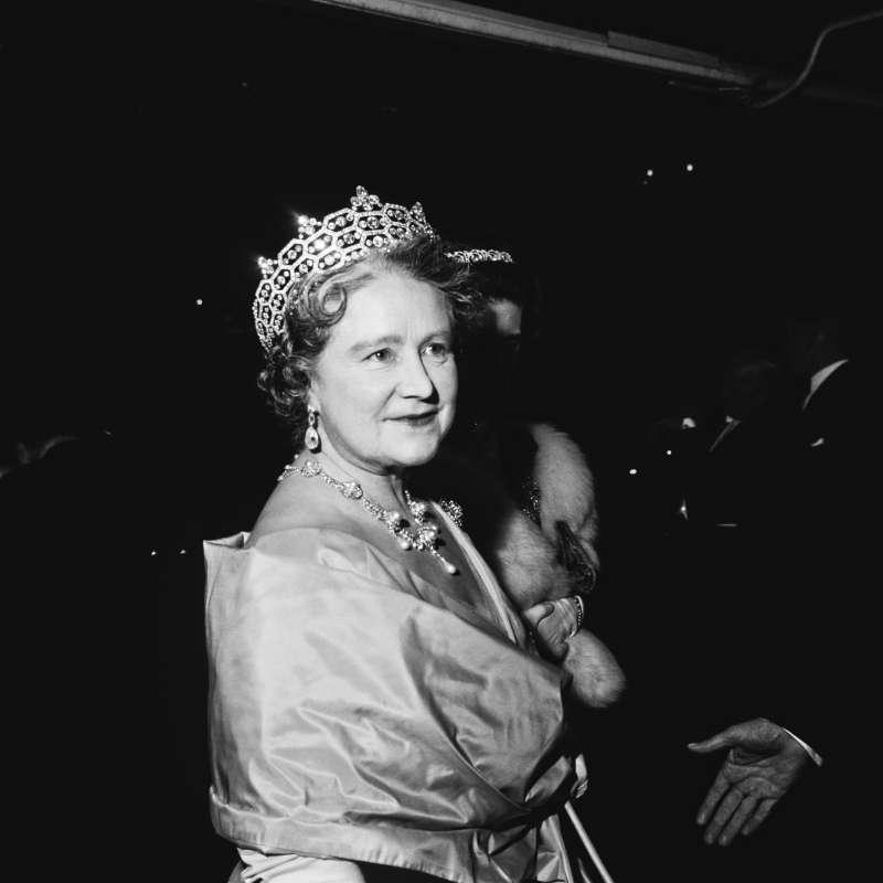 D'après son ancien majordome, la princesse Diana ne pensait pas que le prince Charles ferait un bon roiQueen Mother and Princess Diana