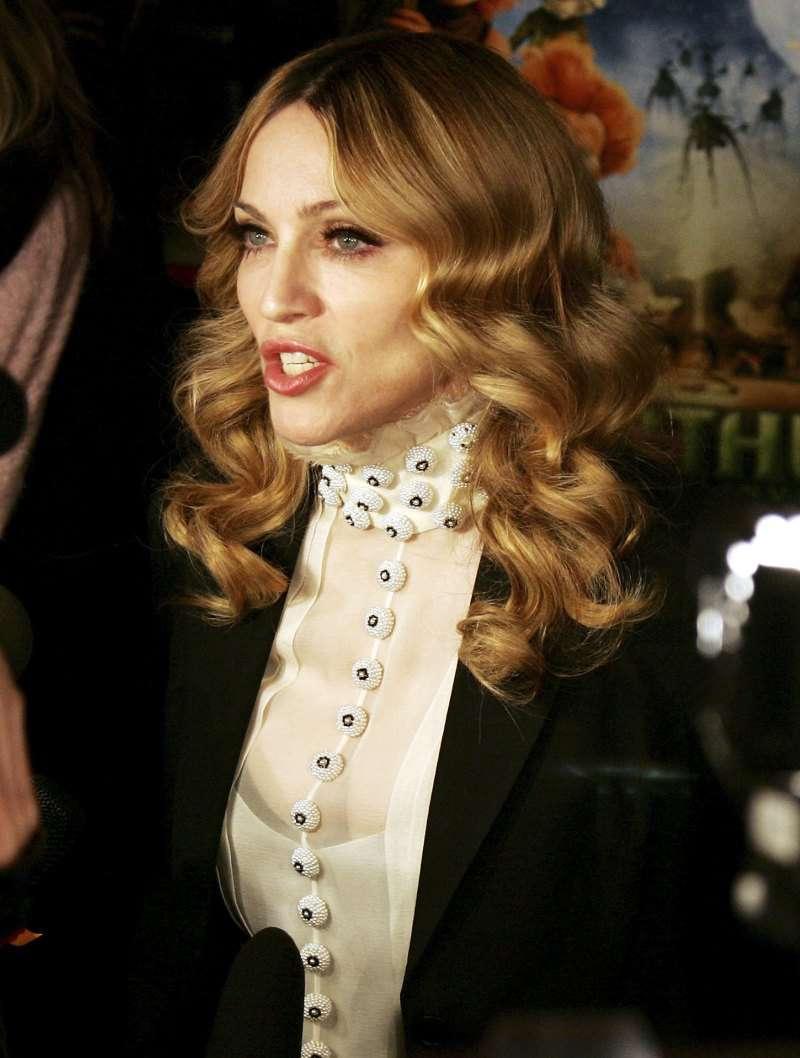 Далековато зашел: модный дизайнер оскорбил Мадонну за ее внешний видДалековато зашел: модный дизайнер оскорбил Мадонну за ее внешний видДалековато зашел: модный дизайнер оскорбил Мадонну за ее внешний вид