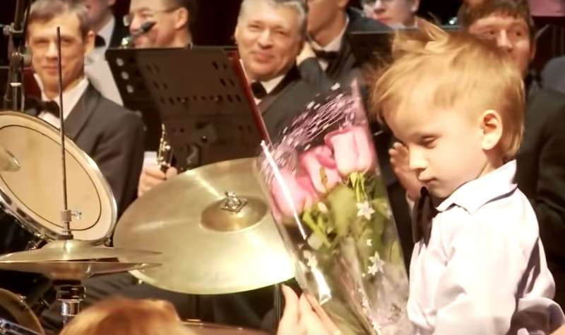 Three-Year-Old Drummer Wows The Audience As He Leads An Orchestra Filled With Adult MusiciansThree-Year-Old Drummer Wows The Audience As He Leads An Orchestra Filled With Adult MusiciansThree-Year-Old Drummer Wows The Audience As He Leads An Orchestra Filled With Adult Musicians