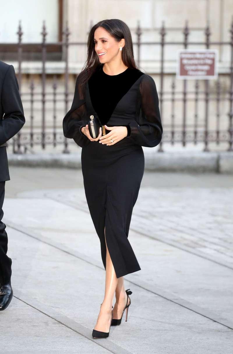 Une duchesse fan de mode : le top 10 des looks les plus glamours de Meghan Marklemeghan markle first solo event