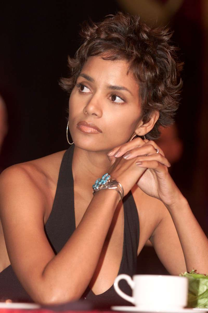 Halle Berry Gushes About How Meaningful Giving Birth After 40 Can Be, Despite Risks And Challenges Any Mature Mother Can FaceHalle Berry Gushes About How Meaningful Giving Birth After 40 Can Be, Despite Risks And Challenges Any Mature Mother Can Face