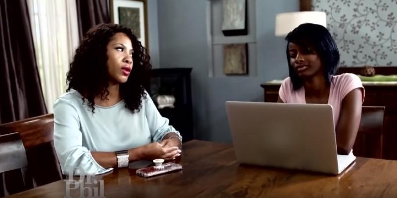 Dieses 16 Jahre alte Mädchen ist überzeugt davon, dass sie in Wirklichkeit weiß ist und hasst Afro-Amerikaner. Ist dies ein Resultat eines schlimmen Kindheitstraumas?