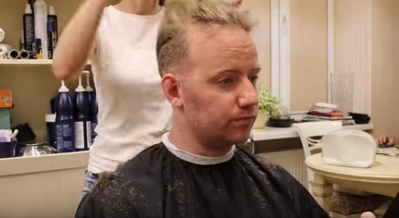 Un homme rase sa barbe de Viking pour la première fois en 911 jours, sa femme sous le choc ne le reconnaît plus