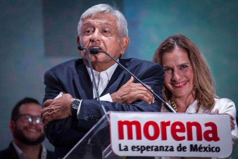 "Beatriz Gutiérrez Müller le envió un mensaje a la exmodelo que le ""espantó"" a López Obrador"