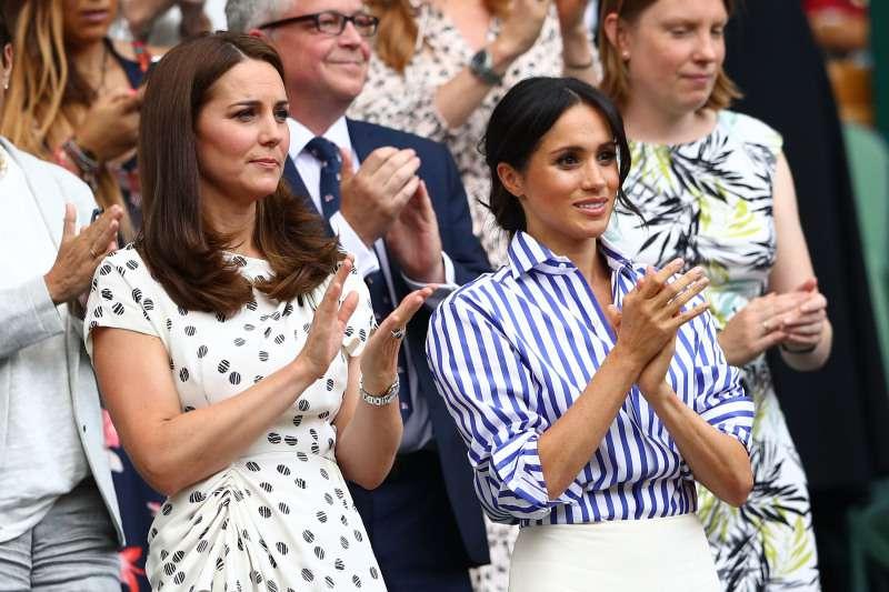 Fühlt sich Meghan Markle immer noch wie ein Außenseiter in der Königsfamilie? Ein führender Psychologe enthüllt alle versteckten Zeichen