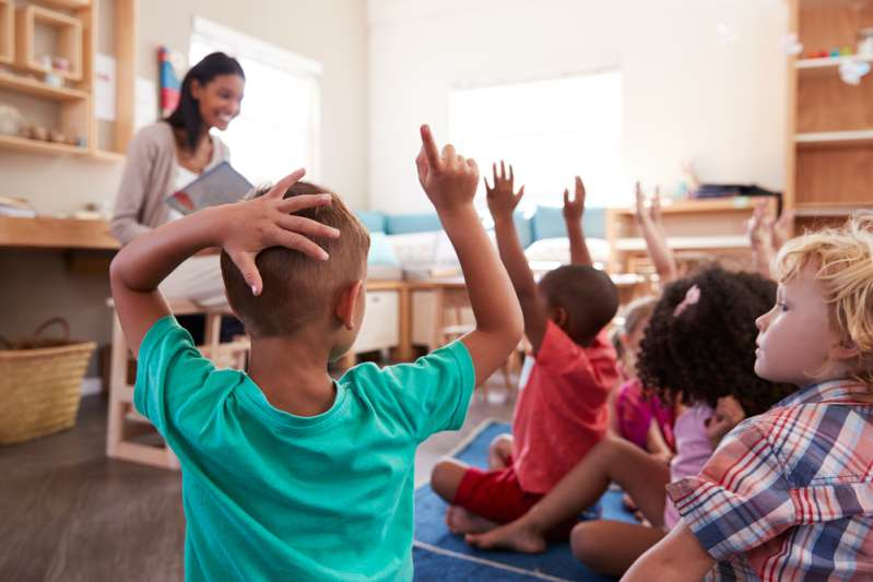 """В детском саду вывесили объявление, позорящее родителей, """"зависающих"""" в телефонах. Оно вызвало серьезную дискуссию"""