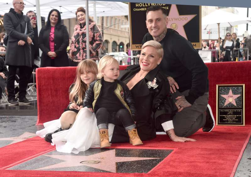 Pink's Adorable Children Awarded Her With A Homemade Grammy After She Loses To Ariana GrandePink's Adorable Children Awarded Her With A Homemade Grammy After She Loses To Ariana Grande