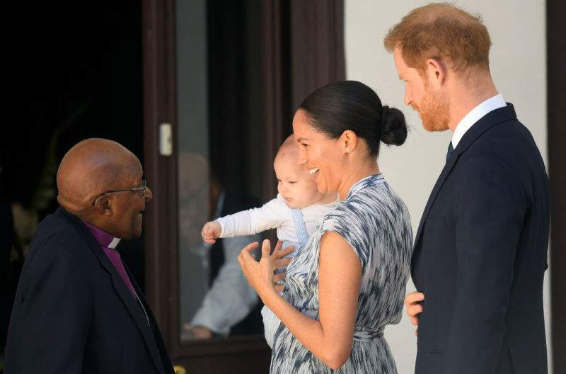 """Fans Believe That Meghan Is A """"Crazy Control Freak Mother"""" As She """"Doesn't Let"""" Prince Harry Hold His Son And Feel Himself A FatherFans Believe That Meghan Is A """"Crazy Control Freak Mother"""" As She """"Doesn't Let"""" Prince Harry Hold His Son And Feel Himself A Father"""