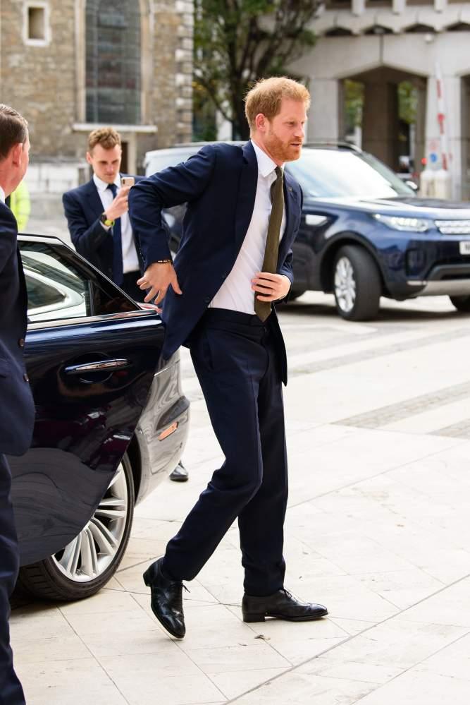 Selber die Autotür schließen: Erst brach Meghan die königliche Tradition, jetzt macht Harry es ihr nach