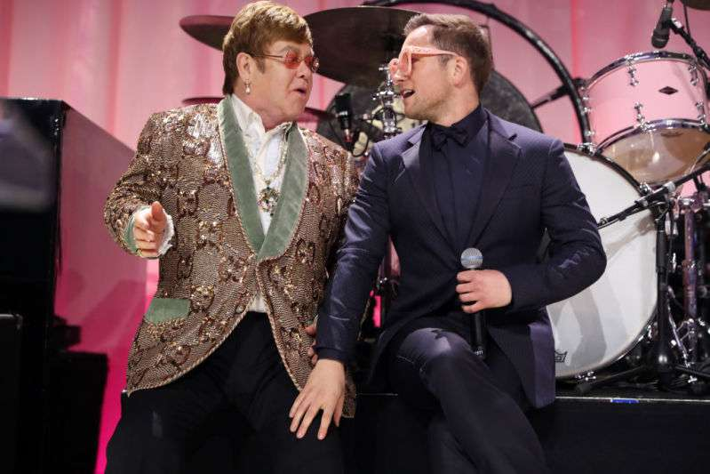 Sir Elton John And Taron Egerton, Who Plays The Singer In New Film, Give Fans A Thrilling Performance At An Oscars PartySir Elton John And Taron Egerton, Who Plays The Singer In New Film, Give Fans A Thrilling Performance At An Oscars PartySir Elton John And Taron Egerton, Who Plays The Singer In New Film, Give Fans A Thrilling Performance At An Oscars Party