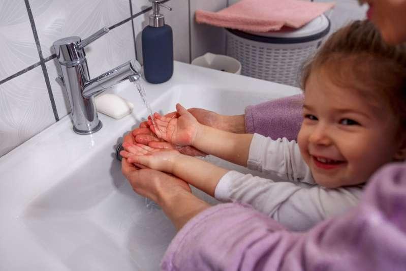Eine Dame großziehen: 5 Regeln der persönlichen Hygiene, die ein Mädchen von Kindheit an lernen muss