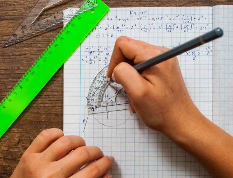 La note de cet élève qui explique pourquoi il n'a pas fait ses devoirs en a fait un véritable héro sur internetnotebook