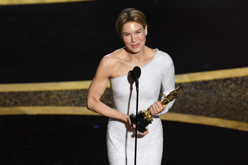 "Win Some, Lose Some: Renée Zellweger Takes ""Most Boring"" Dress Title From Social Media Along With Her OscarWin Some, Lose Some: Renée Zellweger Takes ""Most Boring"" Dress Title From Social Media Along With Her Oscar"