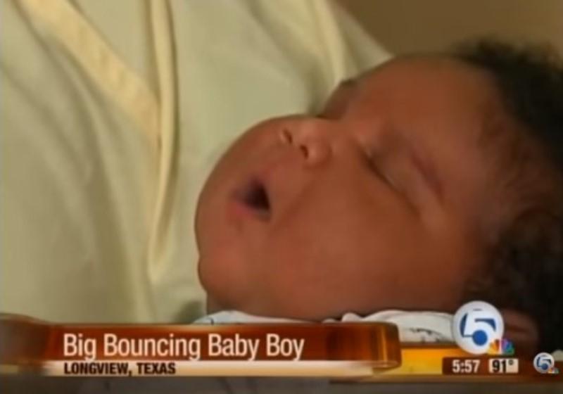 Un record ! Cette maman donne naissance à un garçon de 7,3 kg. Pourquoi certains bébés naissent si gros ?