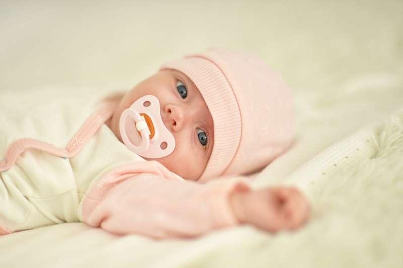 Baciare i neonati è pericolosissimo! Bambino di 11 giorni stava per morire di herpes