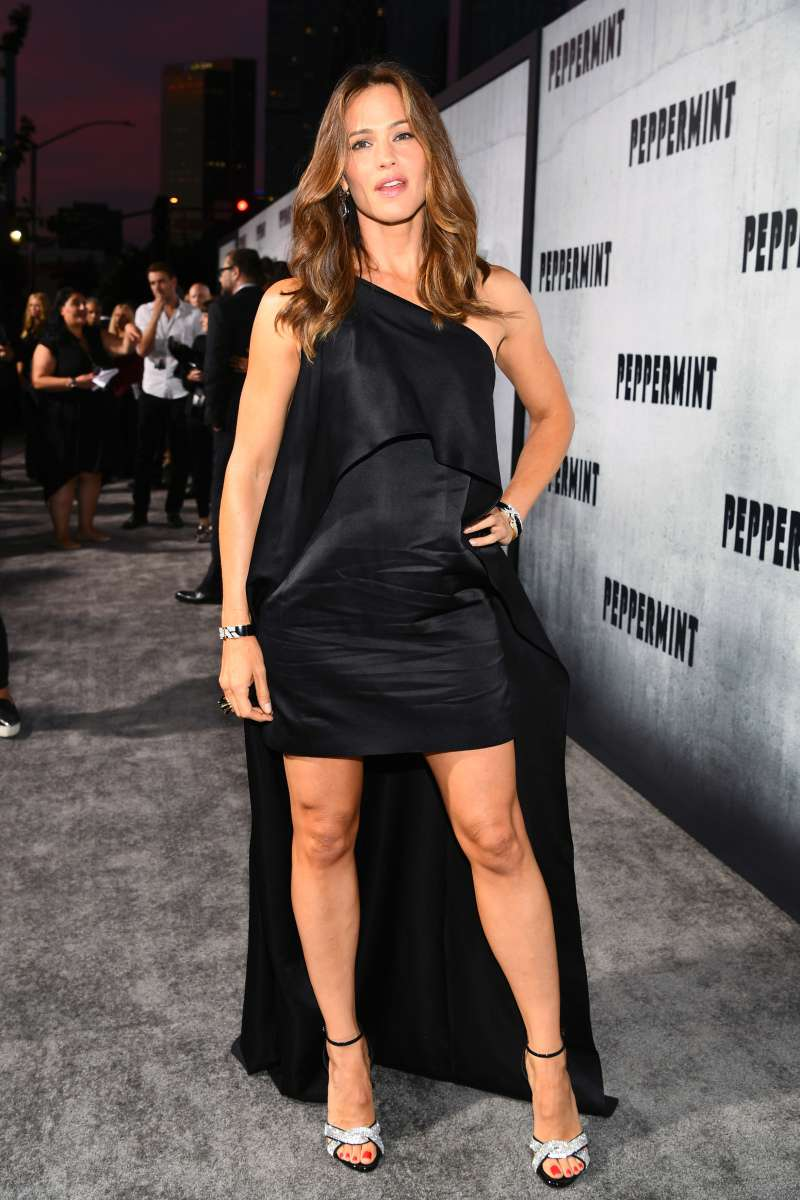 Jennifer Garner attending the premiere of a movie
